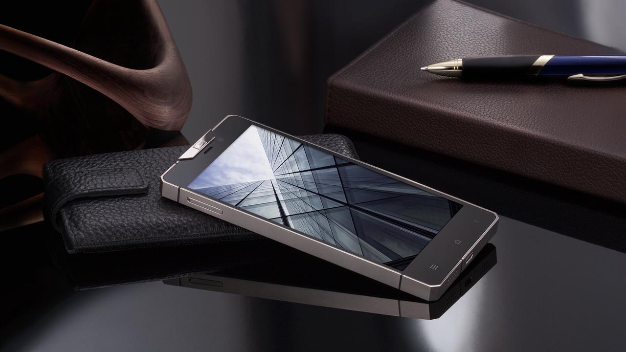 Smartphone Dior Reverie yang dbanderol lebih dari 1 Miliar rupiah